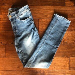 🆕 AE EXTRA LONG Medium Wash Straight Cut Jeans